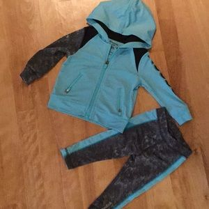 Cute toddler Reebok athletic outfit size 12M